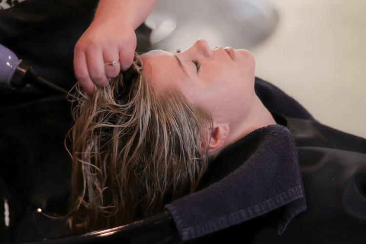 8 Cara Mengatasi Rambut Bercabang