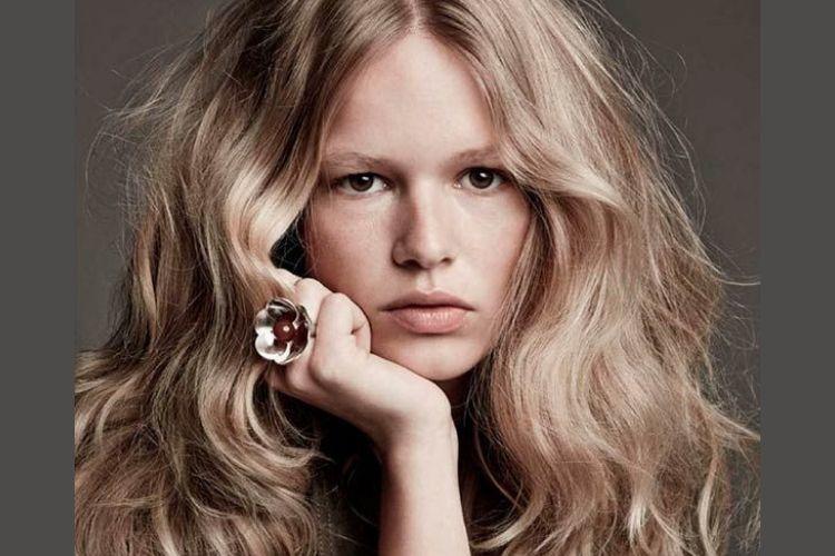 7 Cara Merawat Rambut Kering dan Mengembang