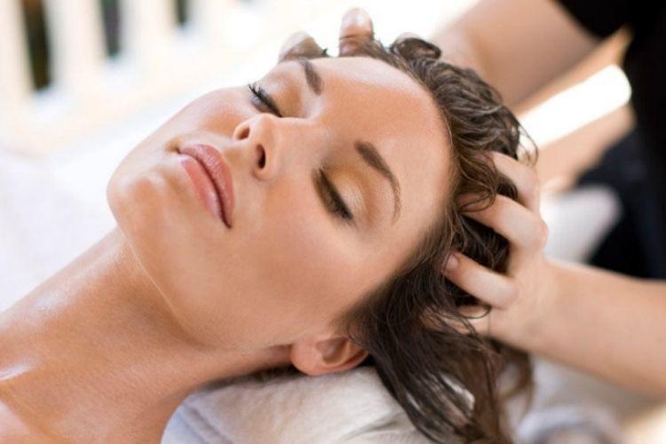 7 Cara Merawat Rambut Kering