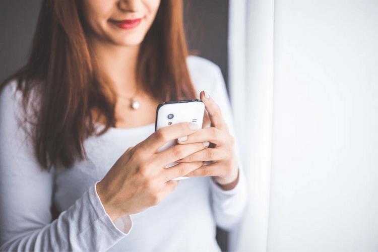 8 Cara Kenalan Lewat Chat dengan Gebetan