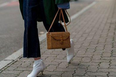 Cara Mengombinasikan Jeans Boots Sehari-hari