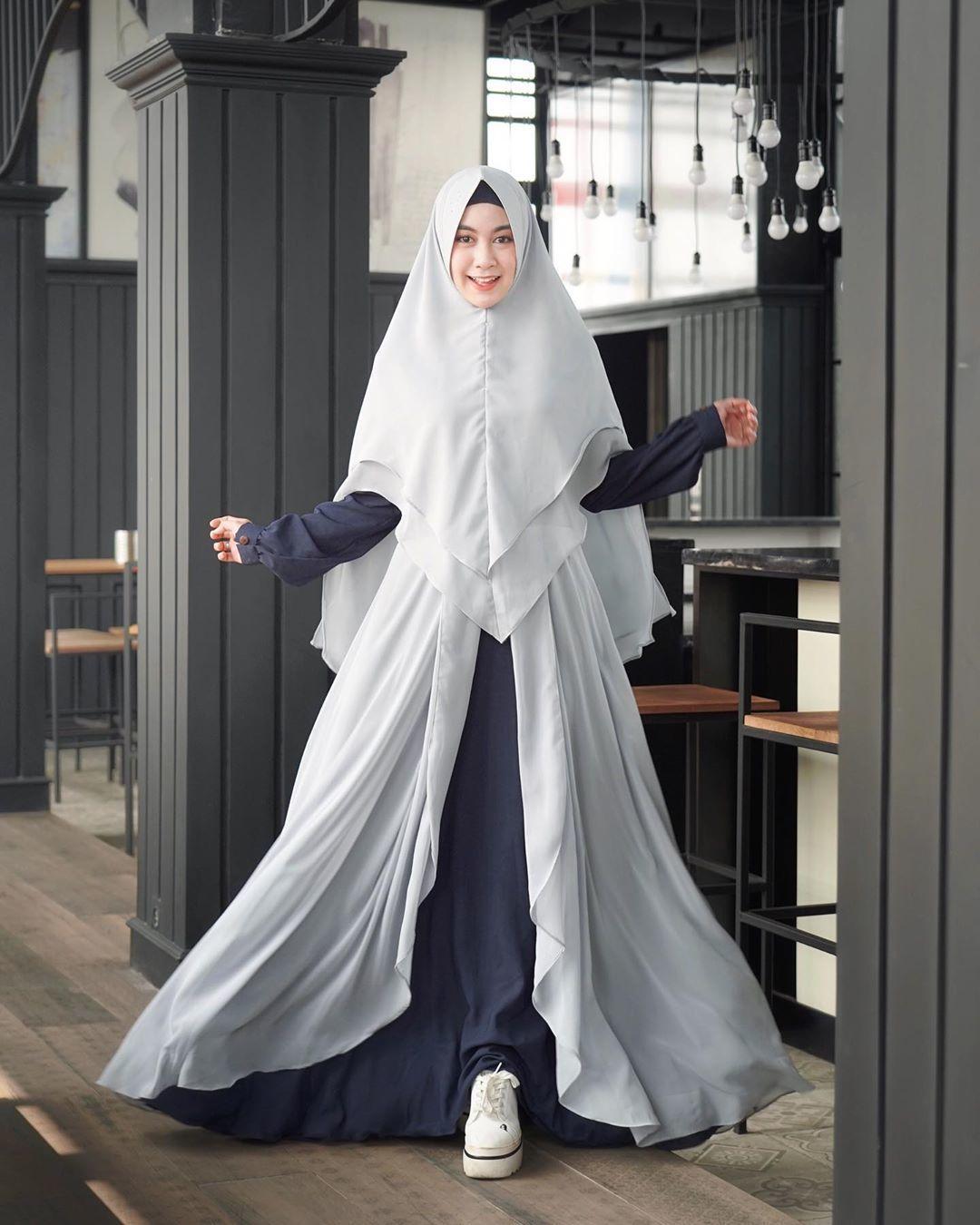 Tetap Modis, Ini Ide Hijab Syar'i yang Bisa Kamu Tiru