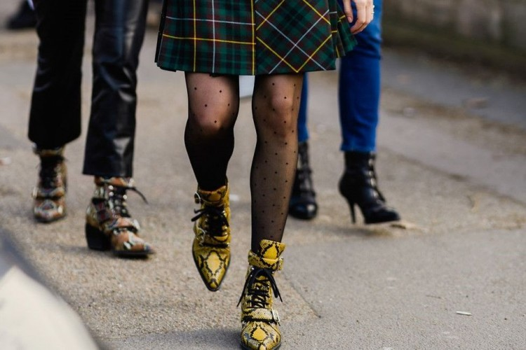 Cara Mengenakan Ankle Boots untuk 5 Hari Kedepan