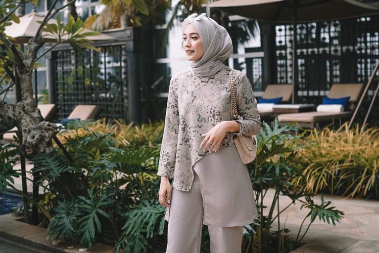 Dari Warna Monokrom sampai Batik, Ini Inspirasi Hijab untuk ke Kantor