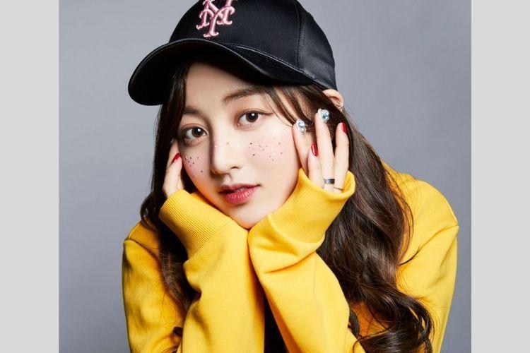 7 Potret Jihyo TWICE yang Tengah Dekat dengan Kang Daniel