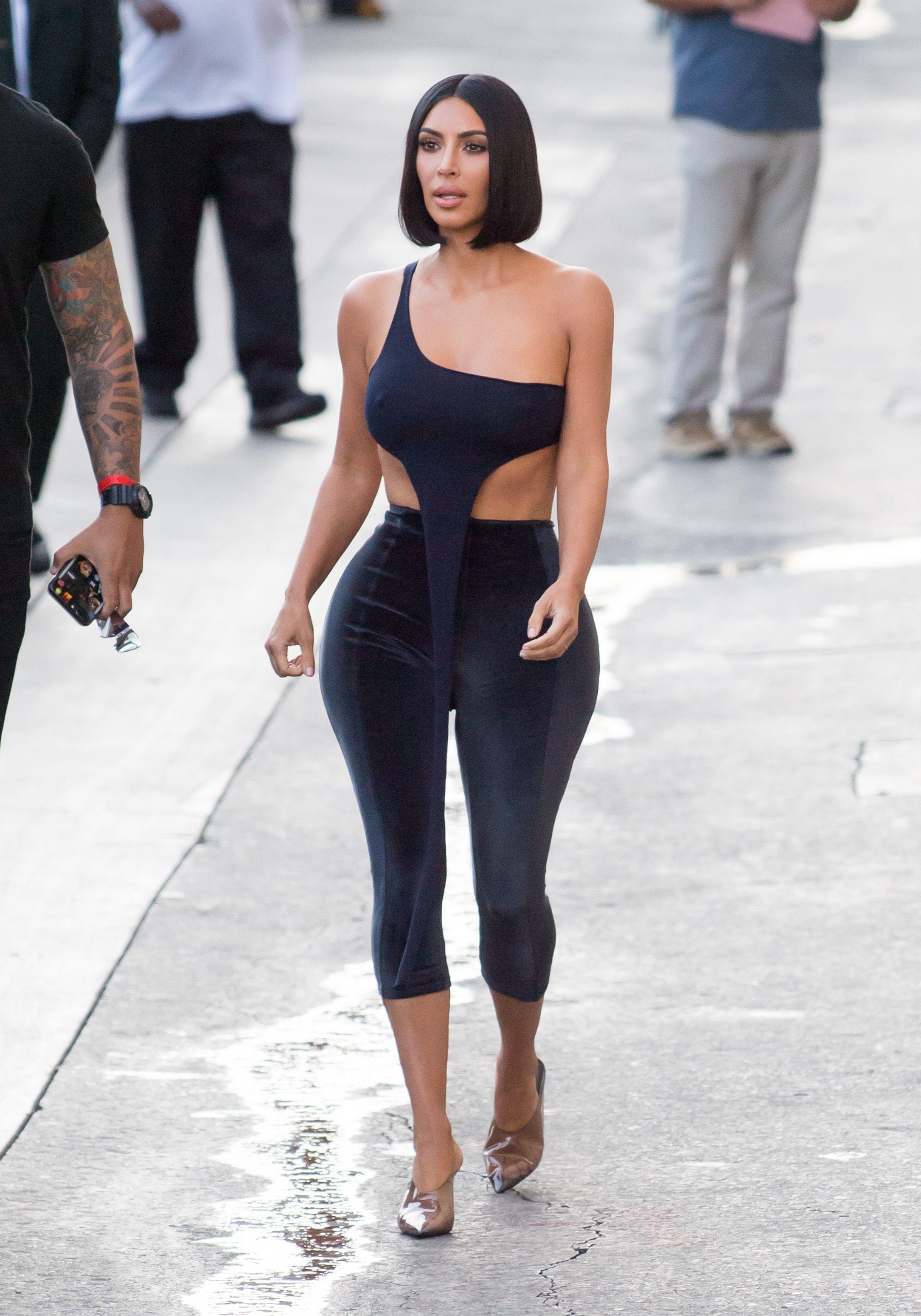 10 Potret Seksi Kim Kardashian West yang Terlalu Seksi (Banget!)