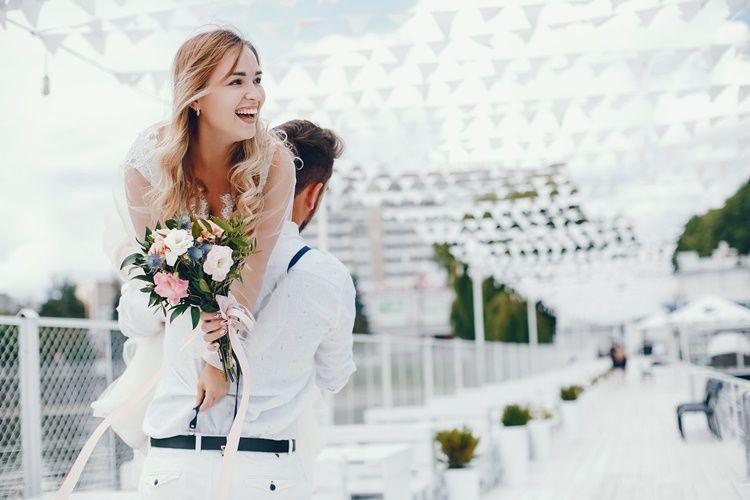 25 Ucapan Pernikahan Lucu Yang Bikin Temanmu Spesial