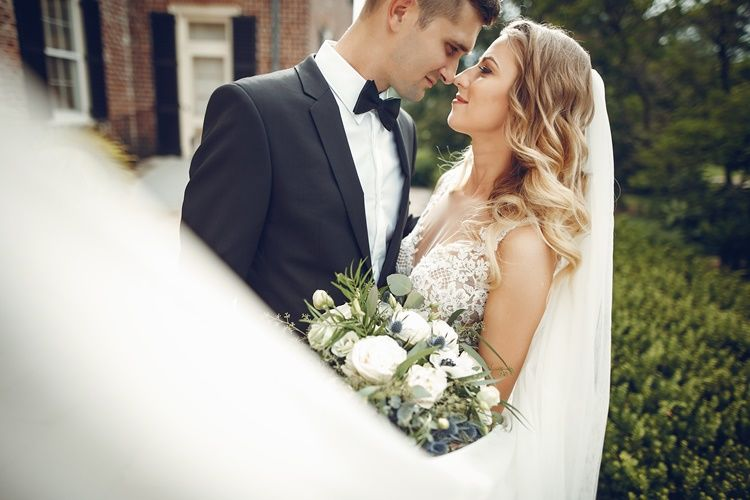 25 Ucapan Pernikahan Lucu Ini Bikin Temanmu Merasa Spesial