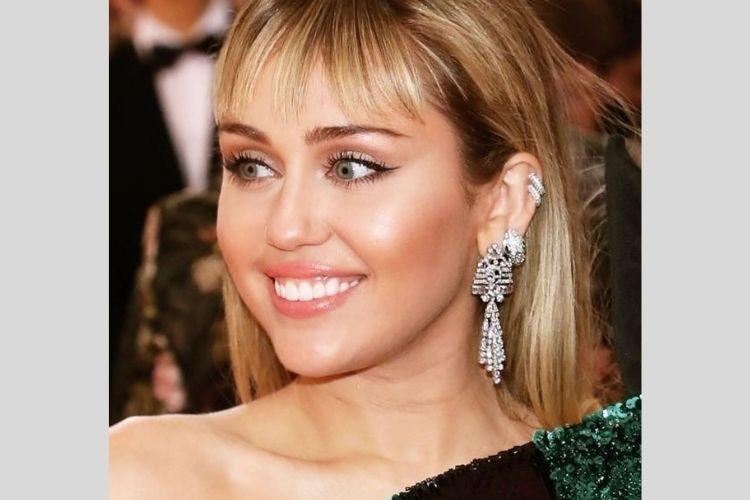 Dari Imut Hingga Seksi, Begini Transformasi Miley Cyrus