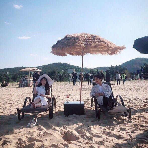 Seru Banget, 15 Potret IU di Behind the Scene KDrama 'Hotel Del Luna'