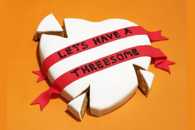 Threesome, Sekadar Fantasi atau Kelainan Seksual
