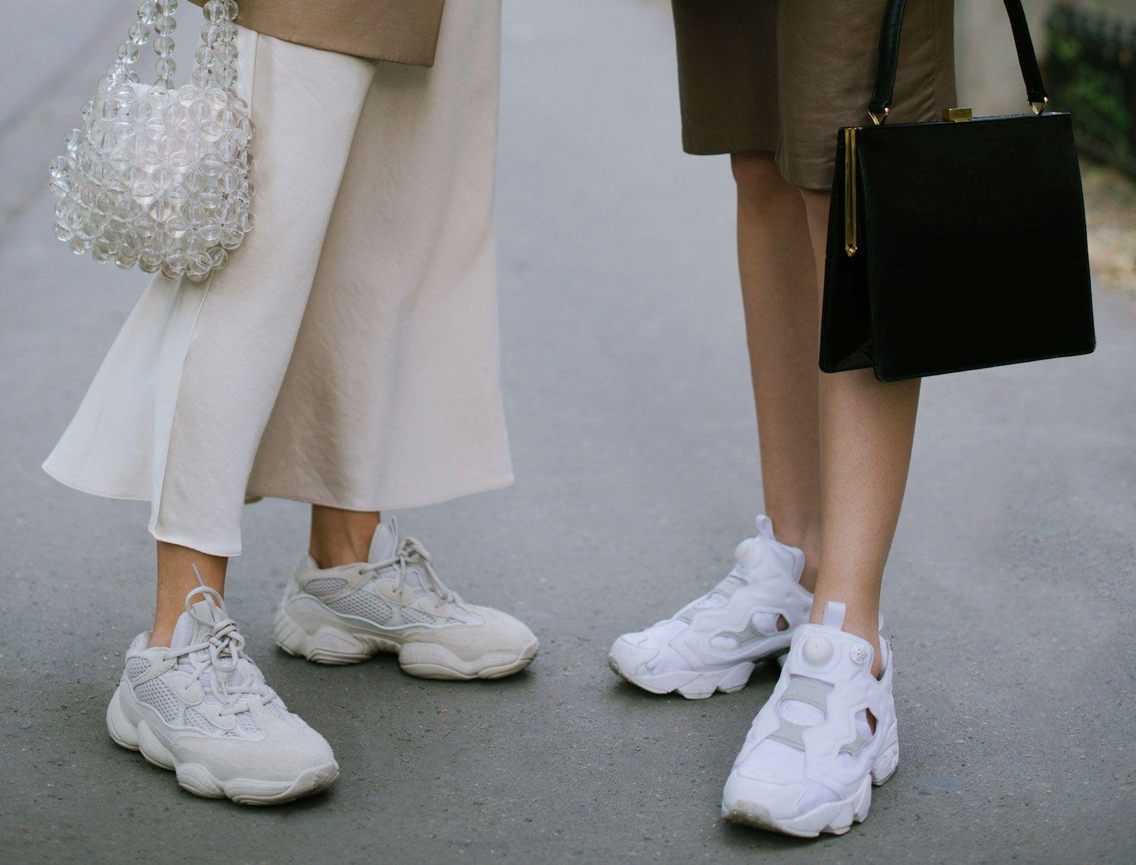 7 Keuntungan Memakai Sneakers yang Belum Kamu Tahu!