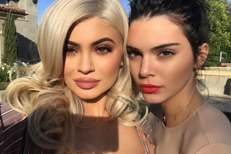 Sama-sama Memesona, Begini Gaya Makeup Kylie Jenner dan Kendall Jenner