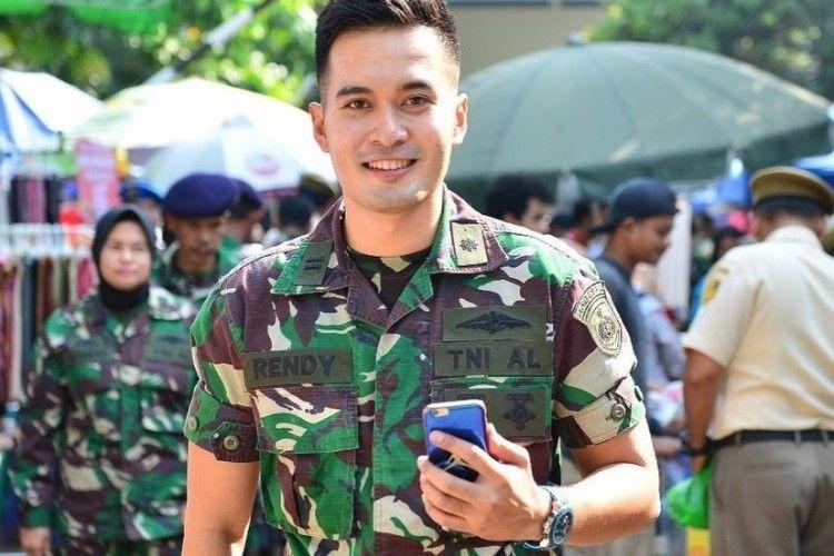 "Kini Jadi TNI AL, 10 Potret Terbaru Rendy ""Ganteng-Ganteng Serigala"""