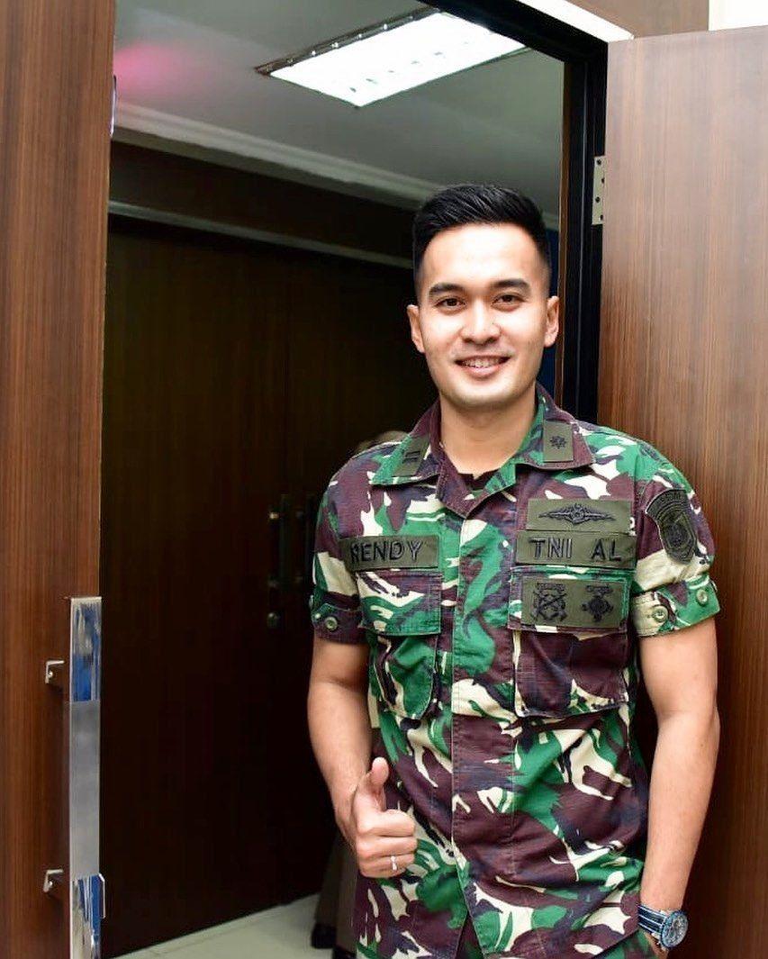 Kini Jadi TNI AL, 10 Potret Terbaru Rendy Ganteng-Ganteng Serigala