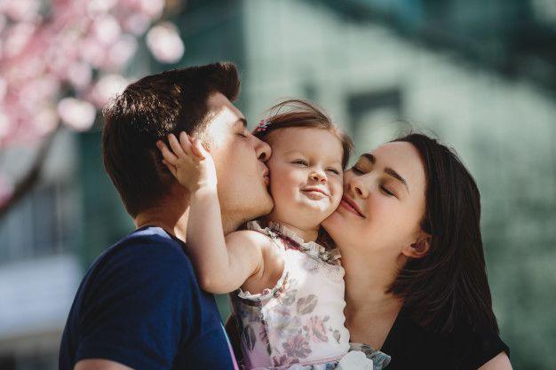 Ini 10 Cara Membahagiakan Orangtua yang Nggak Berkaitan dengan Materi