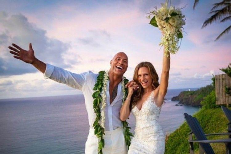 12 Tahun Pacaran, The Rock Akhirnya Nikahi Sang Kekasih