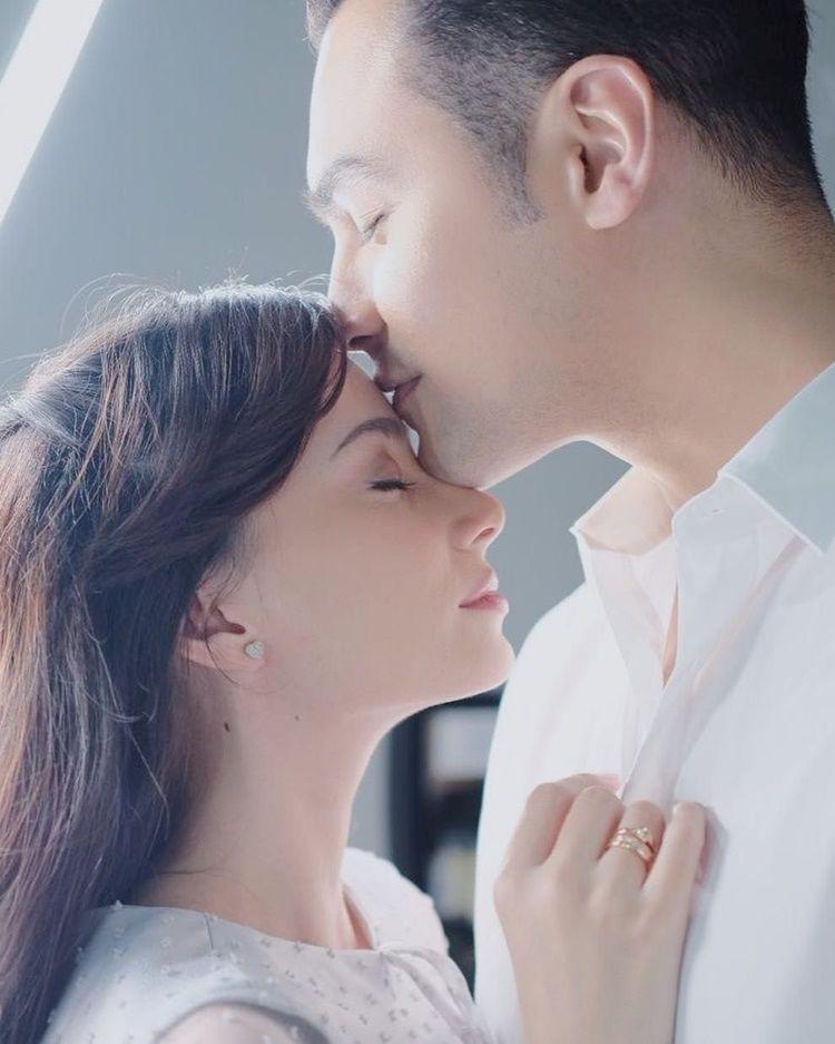 Super Romantis, Ini 10 Gaya Pemotretan Asmirandah dan Jonas Rivanno