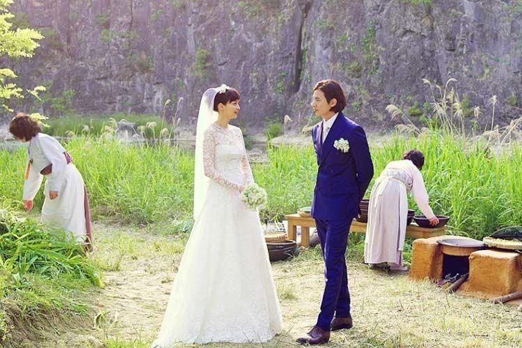 Kaya Raya, Para Seleb Korea Ini Justru Pilih Foto Pernikahan Sederhana