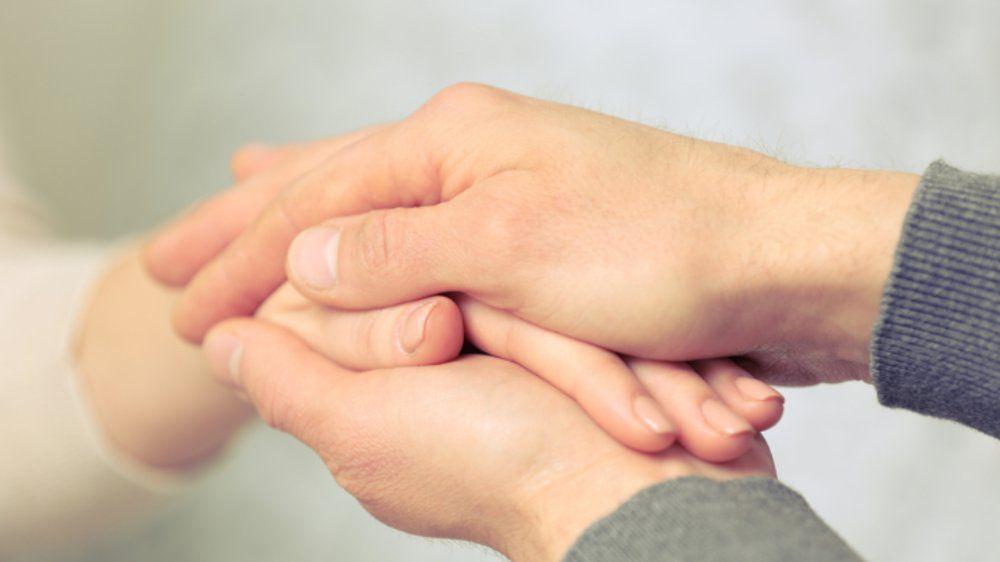 Doa untuk Kesembuhan Orangtua yang Sakit dan Tata Caranya
