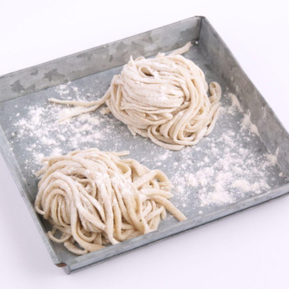 Cara Membuat Mie Homemade, Tanpa Alat Penggiling dan Cuma Lima Bahan