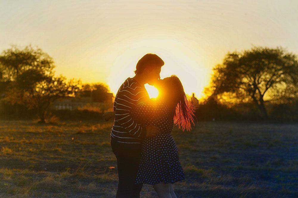Nikmat & Intim, Ciuman dari 5 Zodiak Ini Disebut sebagai yang Terbaik