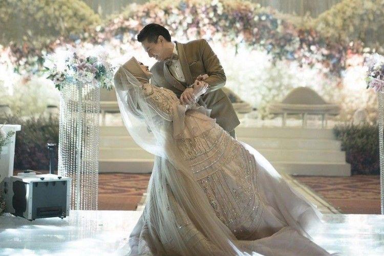 Pilih 3 Konsep Berbeda, Intip Mewahnya Busana PernikahanCut Meyriska