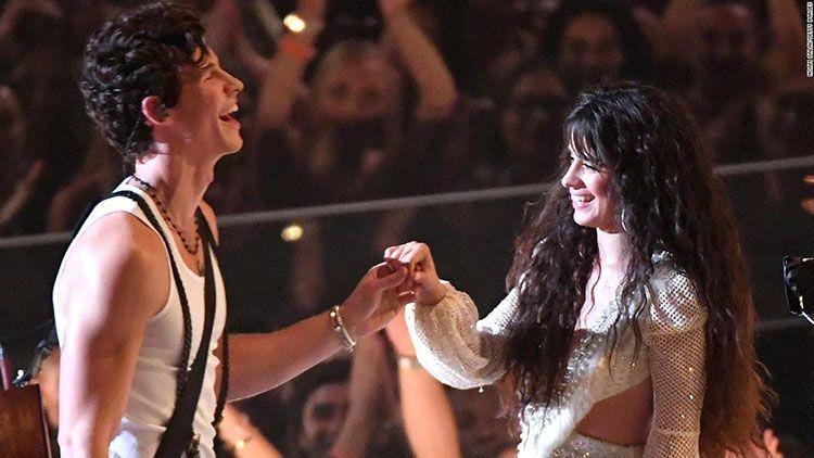 Shawn Mendes-Camila Cabello dan 3 Pasangan yang Adu Mesra di VMA 2019