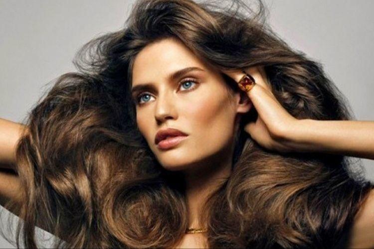 Biar Cetar Setiap Saat, Ikuti Cara Mengatasi Rambut Lepek Ini