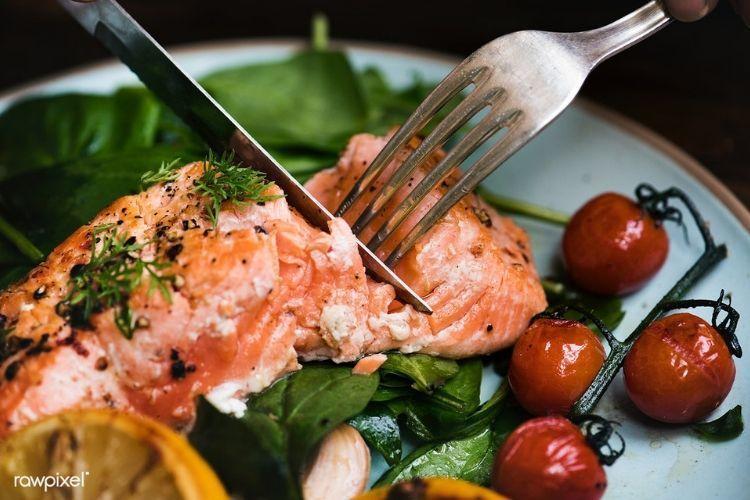 10 Makanan Ini Ternyata Bisa Bikin Kulit Wajah Makin Cerah, Lho!
