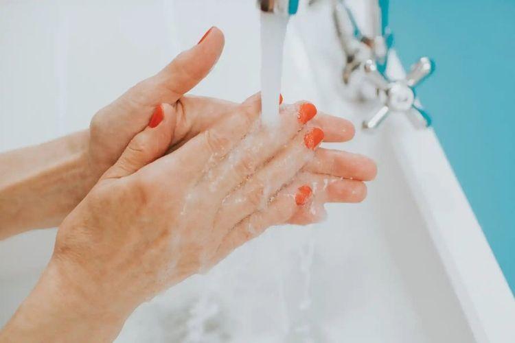 Ini 8 Do's dan Don'ts dalam Mencuci Muka, Ikuti Aturan Pentingnya!