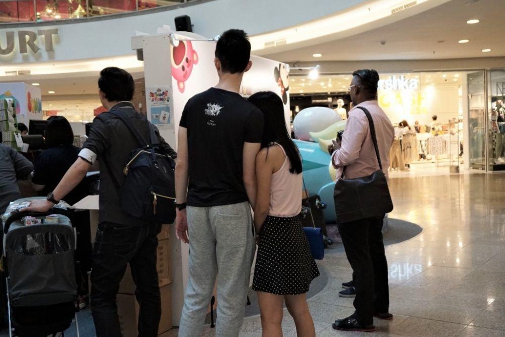 Lucu, 10 Gaya Pacaran di Mall Ini Pasti Sering Kamu Lihat