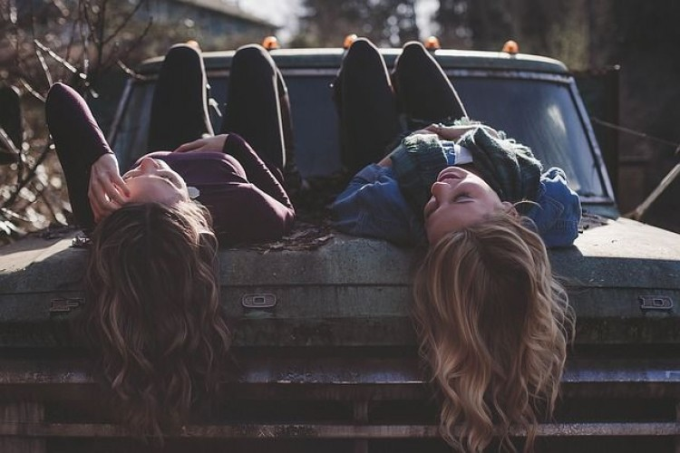 35 Kata Kata Persahabatan Lucu Untuk Sahabat Sejati