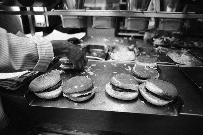 Sudah Lebih dari 50 Tahun, Ini Foto Fast Food Favorit-mu di Masa Lalu