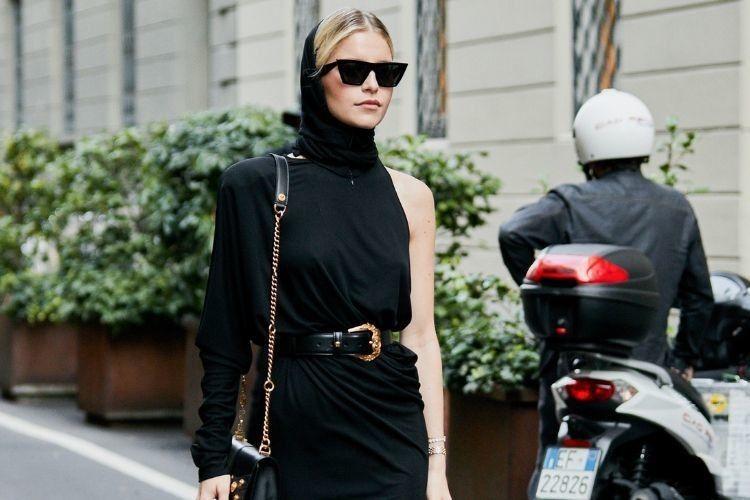 7 Cara Elegan Mengenakan Busana Serba Hitam