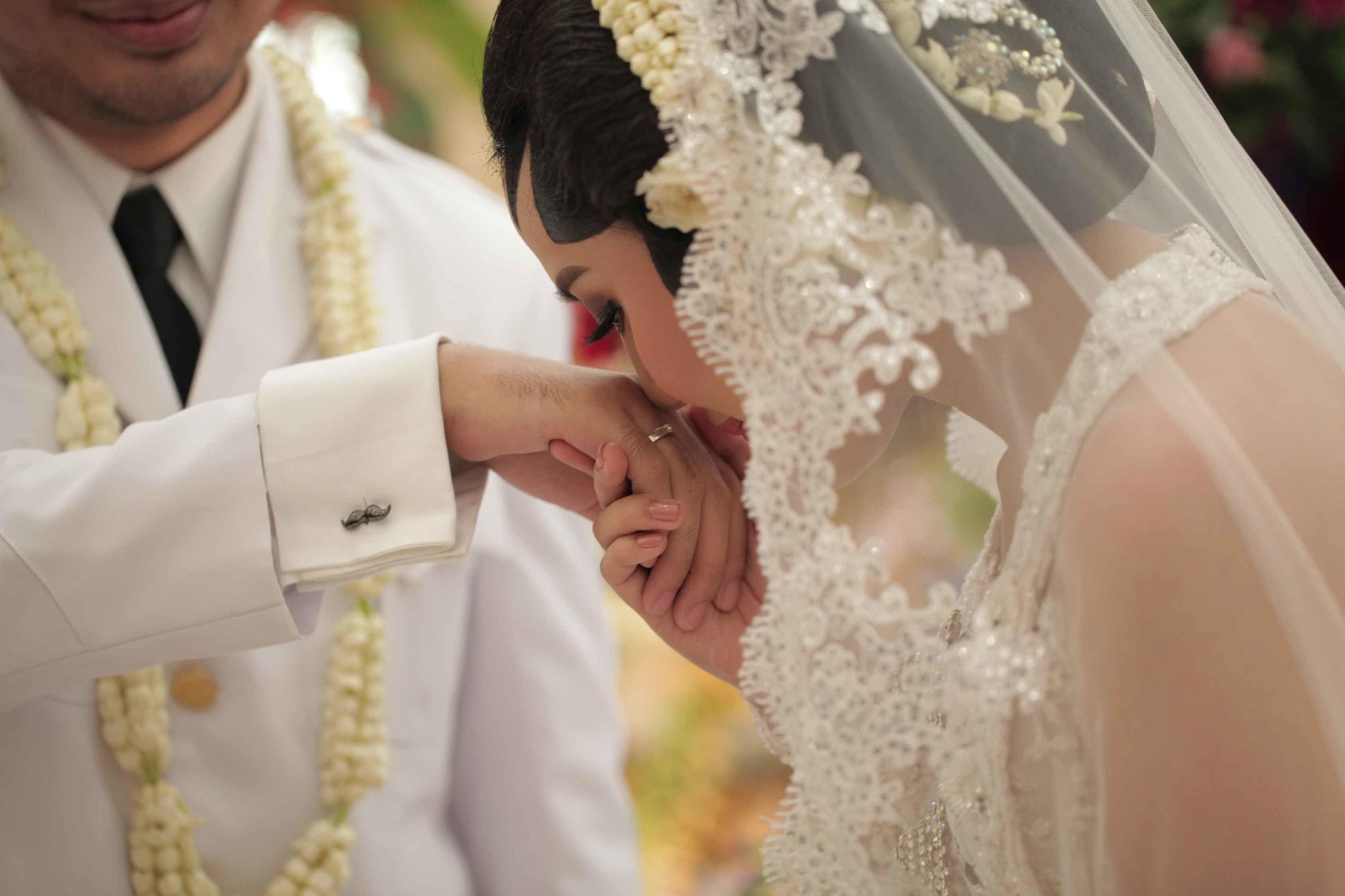 Lengkap dengan Arti, Ini 7 Ayat Alquran tentang Pernikahan