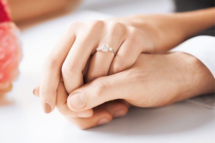 7 Model Cincin untuk Pertunangan yang Bisa Jadi Pilihanmu