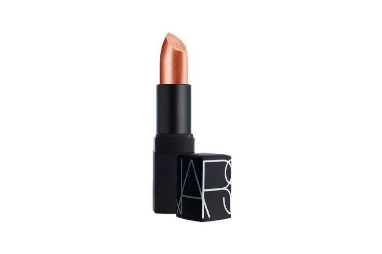 7 Lipstik Coral Terbaik, Must-Have Item Nih!