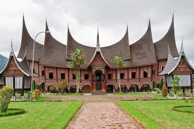 Keindahan 18 Rumah Adat Khas Indonesia dari Sabang Sampai Merauke