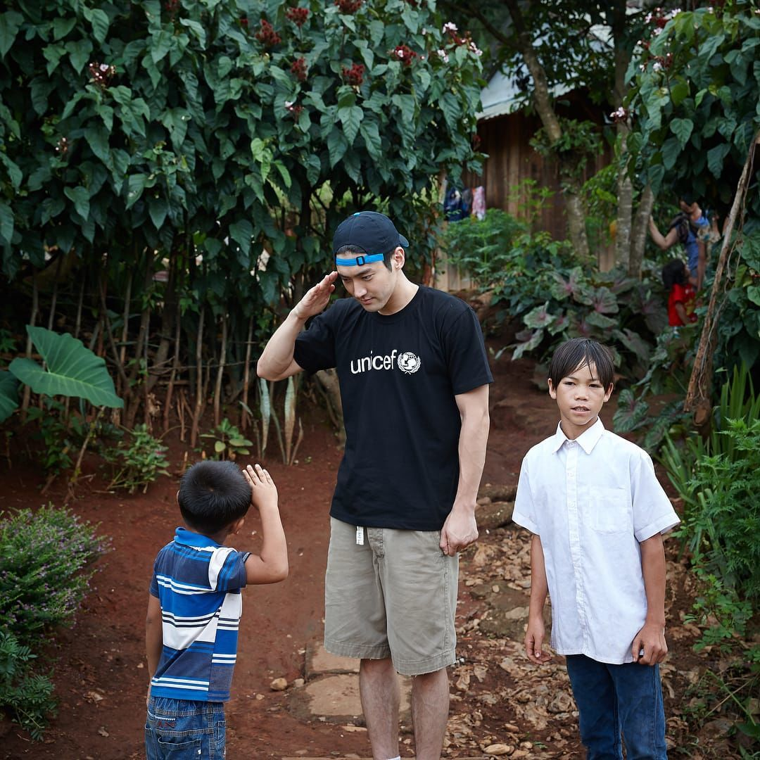 Salut Banget! Ini 12 Potret Menyejukkan Saat Siwon Jadi Duta UNICEF