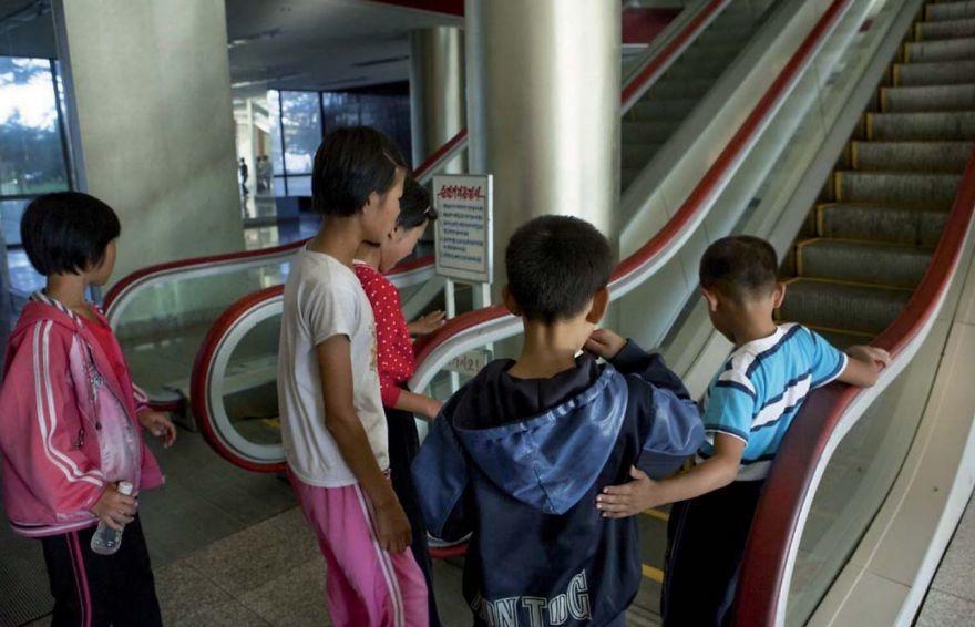 12 Foto Terlarang di Korea Utara Ini Bocor ke Internet, Bikin Sedih!