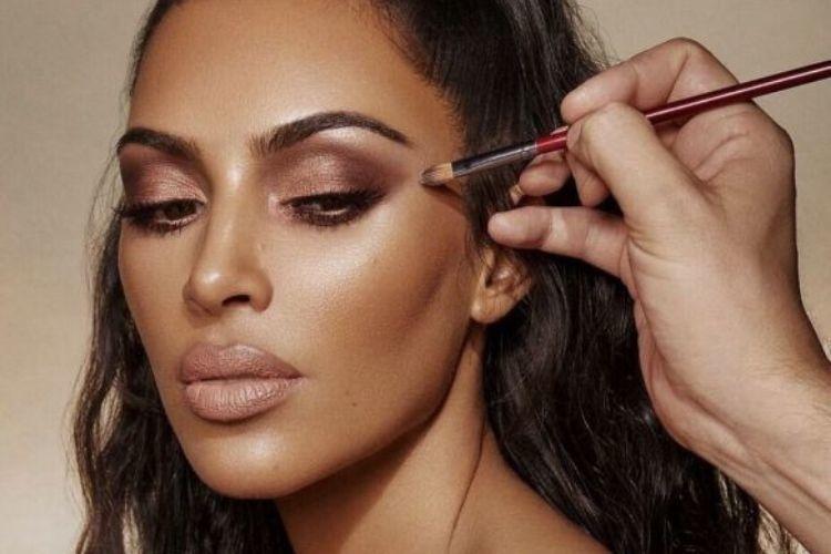Begini Lho Tips Makeup untuk Wisuda yang Natural dan Tahan Lama