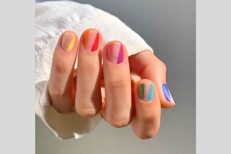 7 Inspirasi Nail Art Cantik untuk Kencan dengan Si Dia