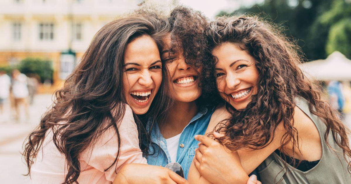 Kumpulan Puisi Perpisahan Sahabat yang Menyentuh Hati | Ladiestory.id