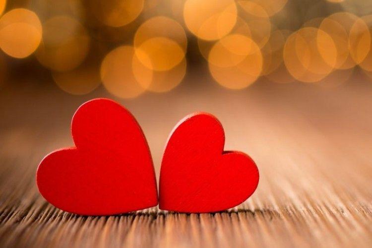 10 Puisi Tentang Mencintai Dalam Diam Yang Menyentuh Hati