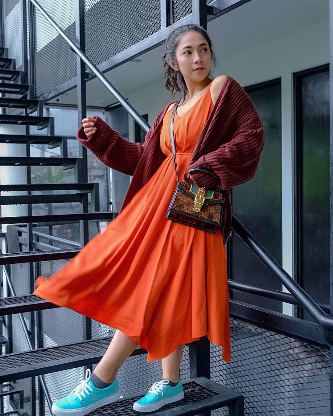 5 Fashion Item Ini Buat OOTD Dinda Kirana Makin Terkesan Millennial