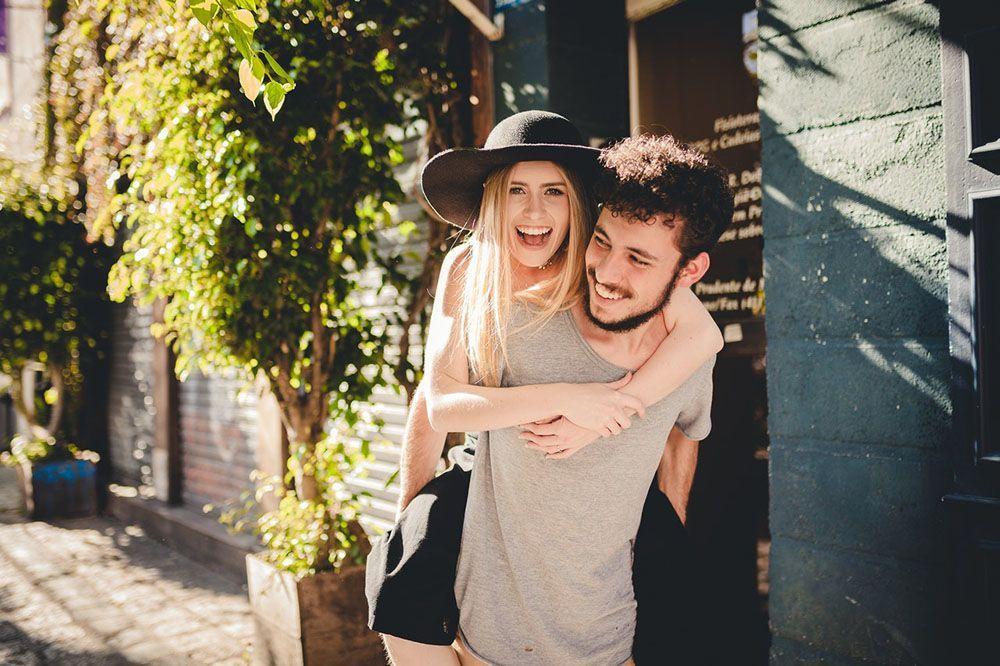 28 Kata-Kata Bahagia Bersamamu yang Romantis