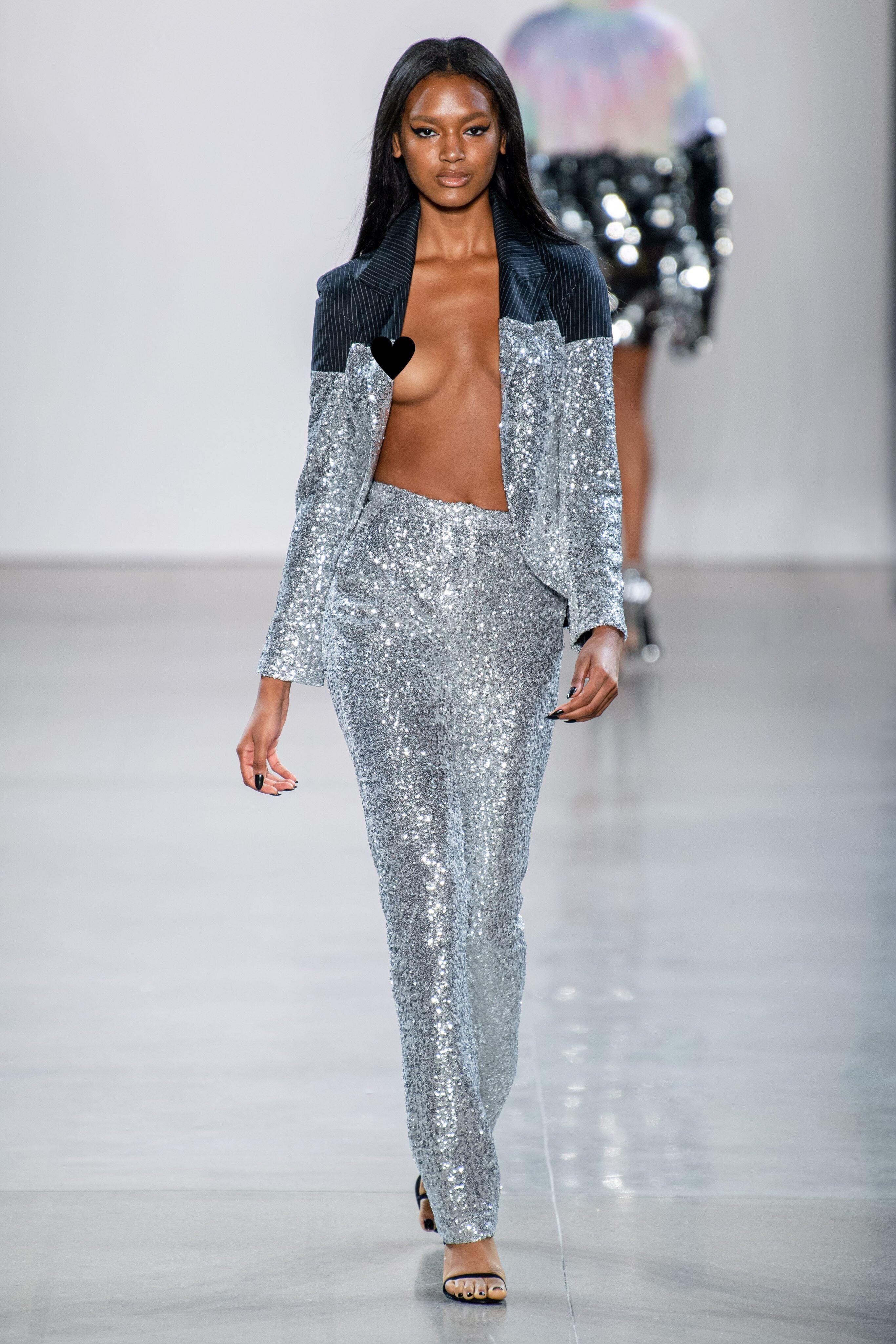 Terlalu Vulgar, Busana ini Muncul di New York Fashion Week Spring 2020