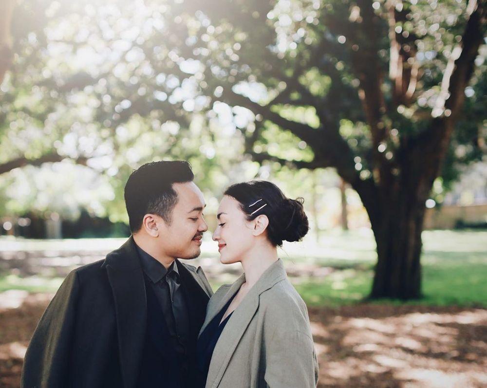 9 Tahun Menikah, Ini Manisnya Rumah Tangga Rianti Cartwright dan Suami