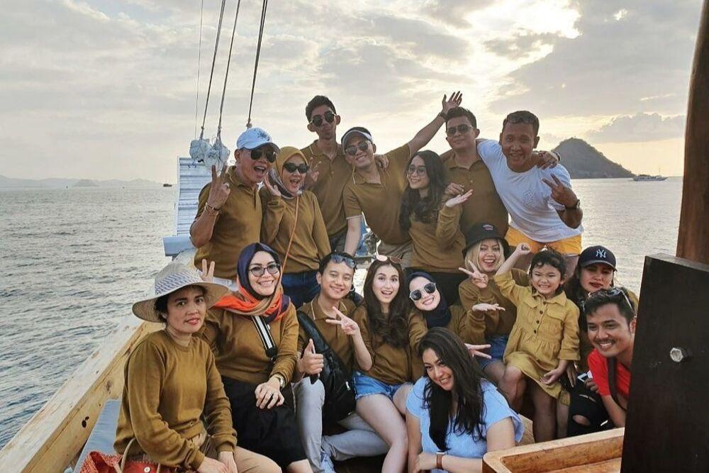 10 Potret Liburan Ayu Ting Ting di 'Surga' Nusa Tenggara Timur